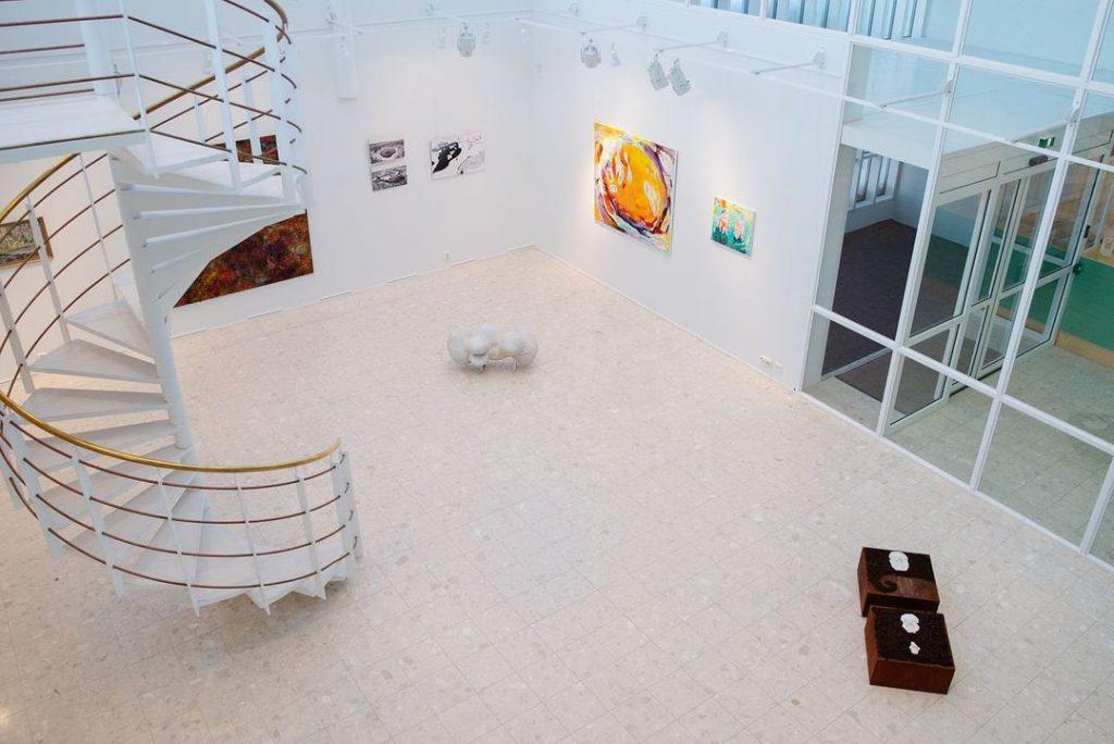 Kaamosgalleria, tila kuvattu ylhäältäpäin